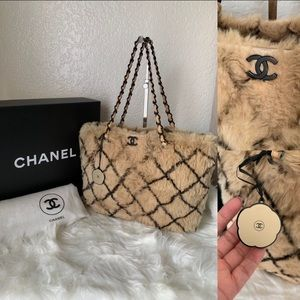 ❇️PRICE FIRM❇️Chanel Rabbit Fur Diamond Tote